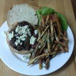 Steak sandwich w/ Garlic fries