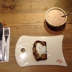 Delicious banana and chocolate millet bread with whipped cream and caramelized bananas. Trendy a