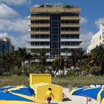 Olhando da praia para o Hotel! Se eu tivesse visto uma foto destas antes da reserva teria me sa