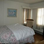 Silver Sands Motel deluxe cottage bedroo