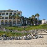 vista de la playa al hotel