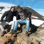 Far og sønn på toppen av etna . Fantastisk tur.