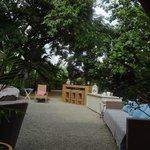 Viele bequeme Sitzgelegenheiten im Garten