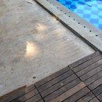 bord de piscine non fini