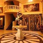 Queen's Suite Hotel