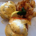 Eggs Benik