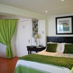 Luxury Green room with Queen & Single Bed