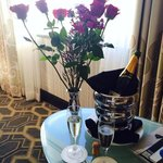 Romance Package flowers & bubbly