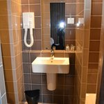 2ème chambre: salle de bain