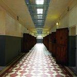 Couloir cellulaire Mémorial de la prison de Montluc © F. Bellay