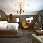 Room 4, Honeymoon Suite