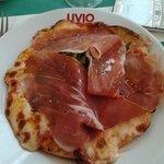 Une pizza Parme et Roquette. Hmmmmm de l'huile!
