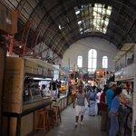 Interior del mercado visto desde la planta baja