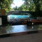 Bar H2O à beira da piscina