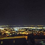 θεα πολης νυχτα απο το μπαλκονι του villa luna