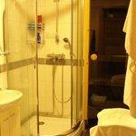 Bathroom & in suite sauna.