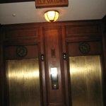 Elevators-notice floor dials