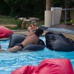 бассейн с подушками)