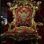 Trono Real con Aguila bicéfala de los Romanov