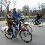 Famílias inteiras na bicicleta