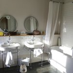 Grand Tour: the bathroom