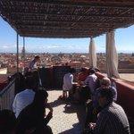 Vue dominante sur Marrakech et les montagnes de l'Atlas