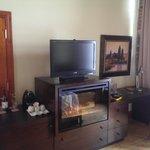 Fireplace, TV, minibar and desk