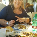 cozze, insalata e fritto di calamari in veranda