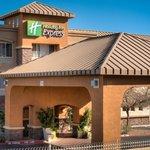 Holiday Inn Express - Warm Sunny Day
