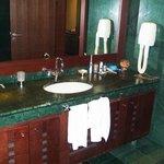 GrandHotelSofia_Bathroom02