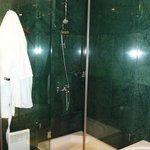 GrandHotelSofia_Bathroom03