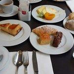 Excellent pain frais, flan et gâteaux