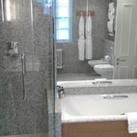Room 212 - Suite 2 - Bathroom