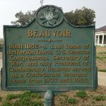 The historical sign at the Jefferson Davis home.