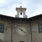 Fachada superior do Palazzo dell'Orologio. Relógio anexado em 1696.