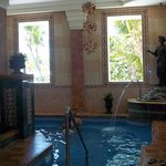 interior del salon de spa, este es un baño romano tambien hay sauna