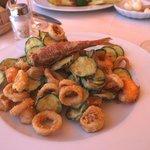 Обед - кольца кальмара и кабачки во фритюре!