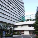ホテル正面 (左手が入口)