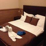 Le lit de notre chambre. Très confortable