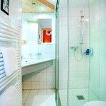 Großes Geräumiges Bad mit Glasdusche