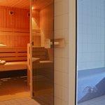 Tolle Sauna mit Dampfbad und Entspannungsraum