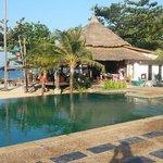 La piscine et le restaurant