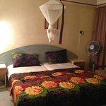 Het bed is wel prima (zonder het bed, was ik direct verkast naar een ander hotel)