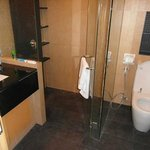 3 Bed Apt,main Bathroom