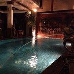 У бассейна вечером