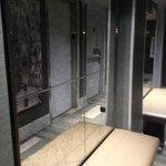 Outside lifts/elevators