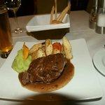 羊の足のステーキ