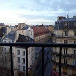 Вмд из окна на парижские крыши