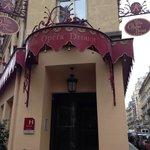 Fachada del hotel (I)