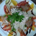 salade de palmiste frais et poisson fumee